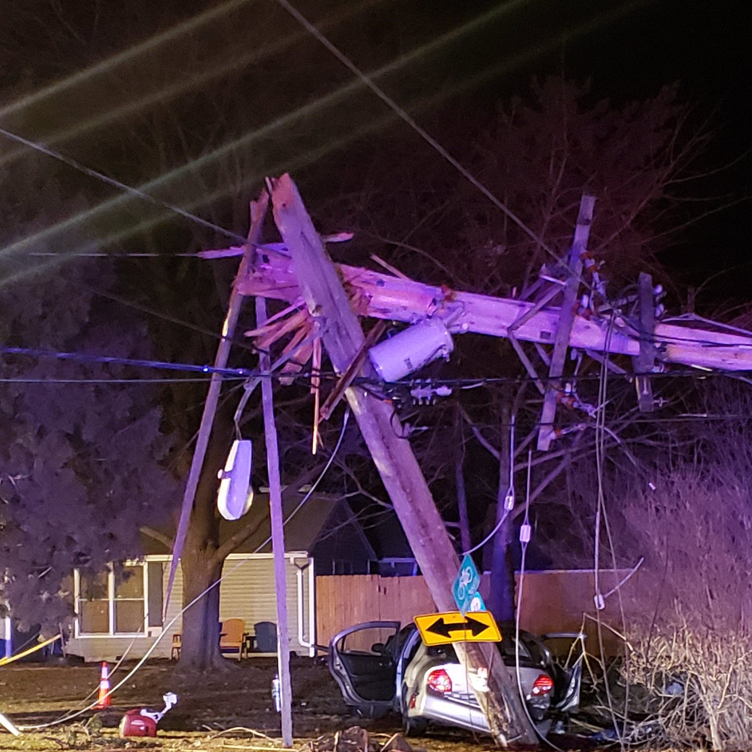 Man, three children injured after vehicle crashes into power pole in Neenah
