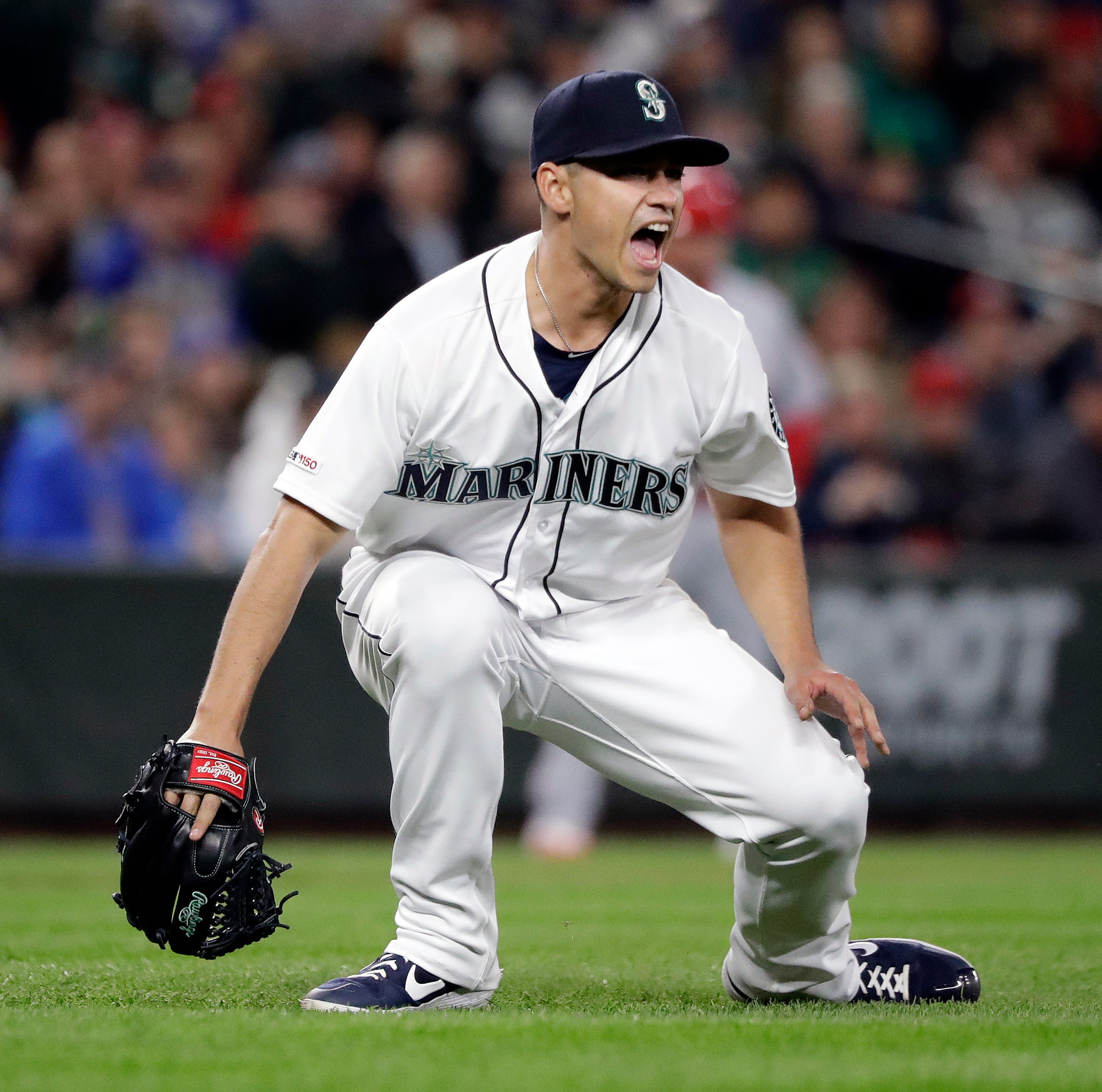 Gonzales pitches into 9th, Mariners 7-1 for first time
