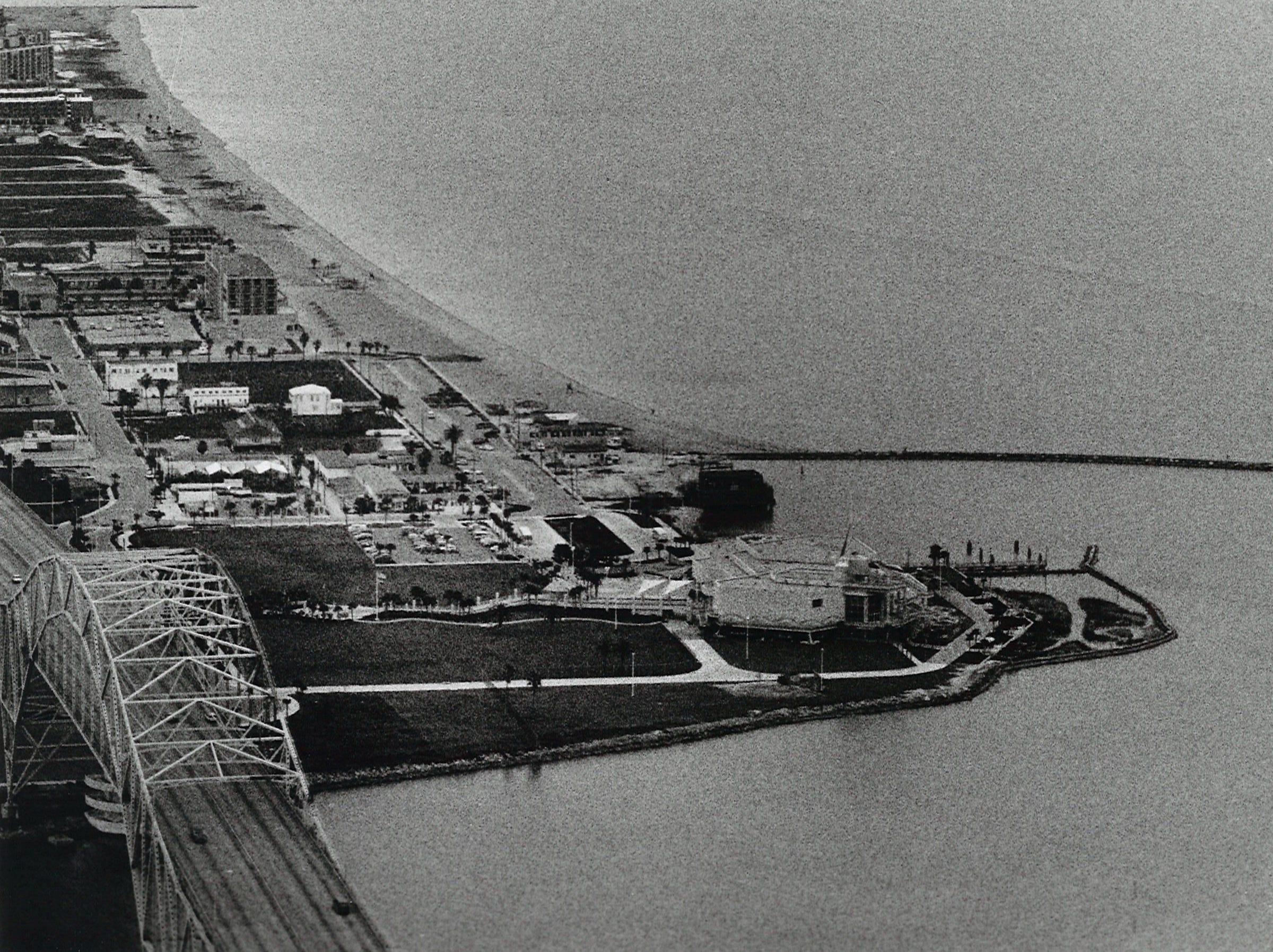 The site for the USS Lexington awaits the aircraft carrier's arrival next to the Texas State Aquarium on Corpus Christi's North Beach on Jan. 23, 1992.
