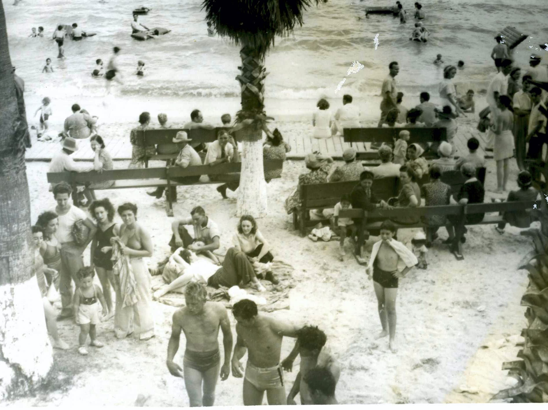 Crowds on Corpus Christi's North Beach in 1943.
