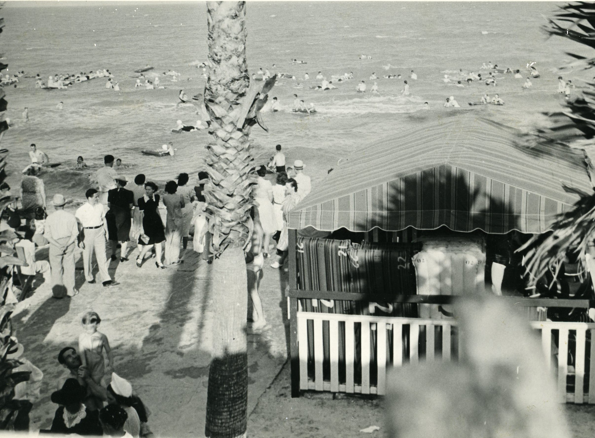 Crowds enjoy Corpus Christi's North Beach in 1941.