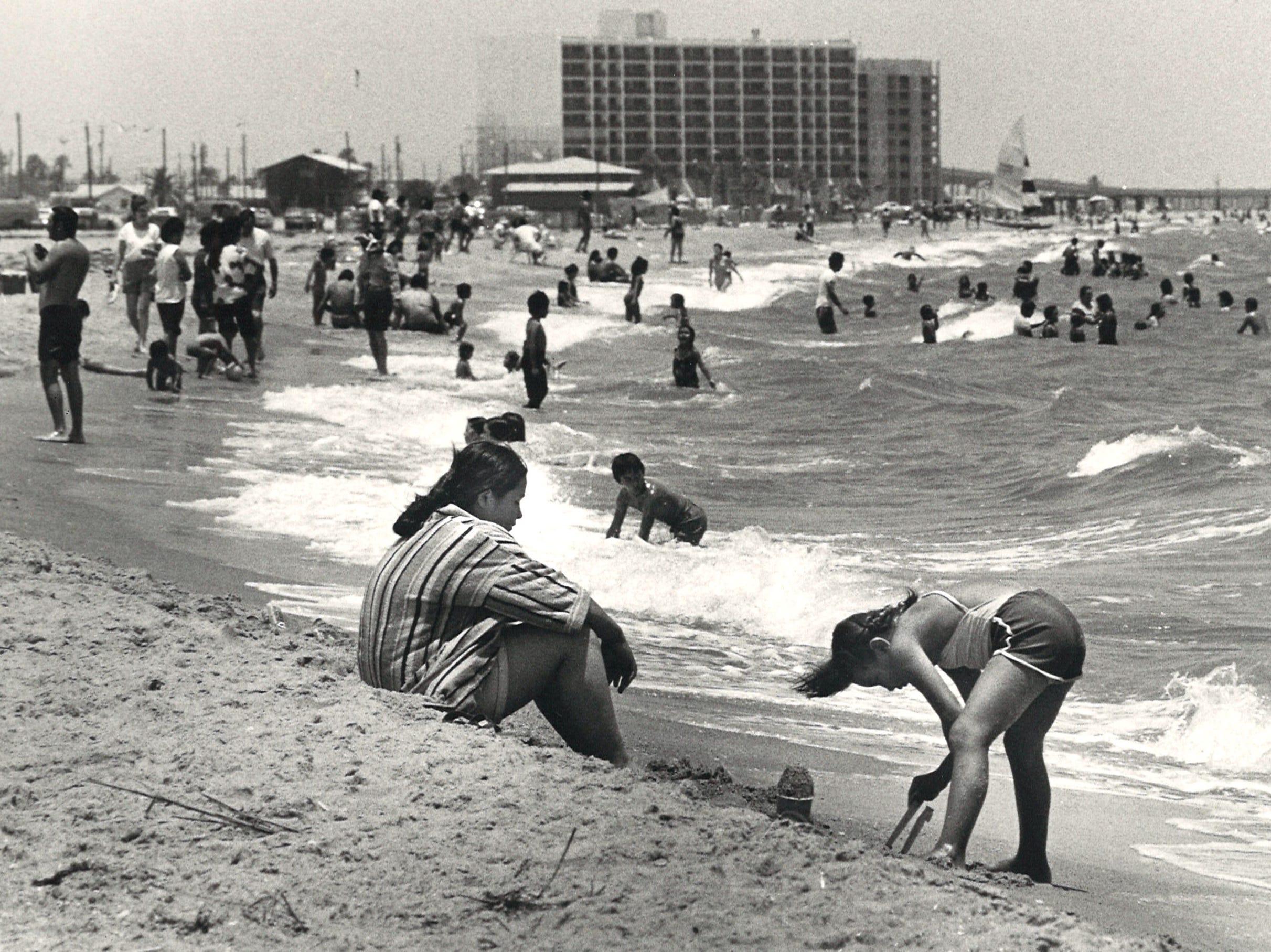 Crowds on Corpus Christi's North Beach on June 8, 1980.