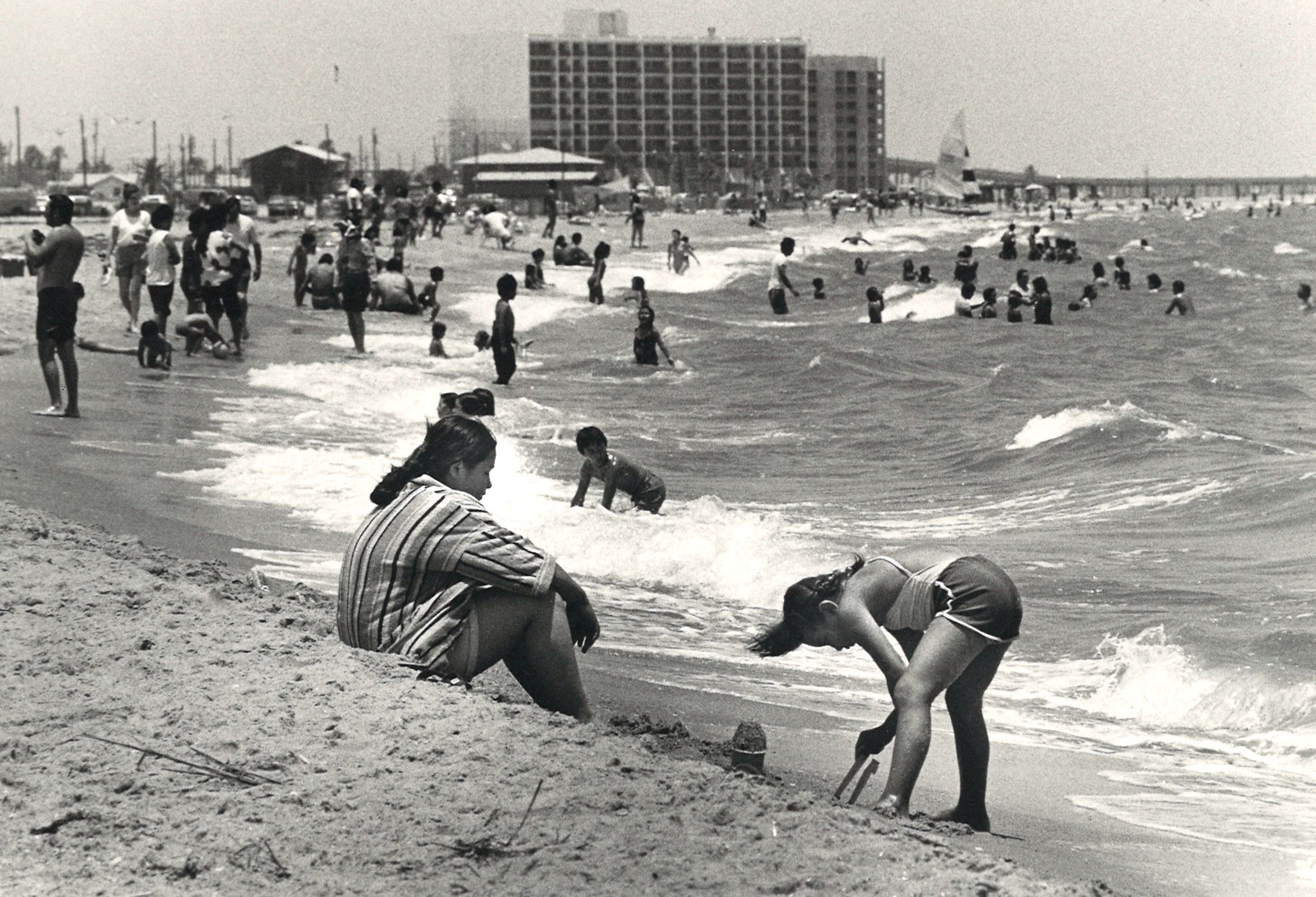 Crowds on Corpus Christi's North Beach on June 8, 1980.