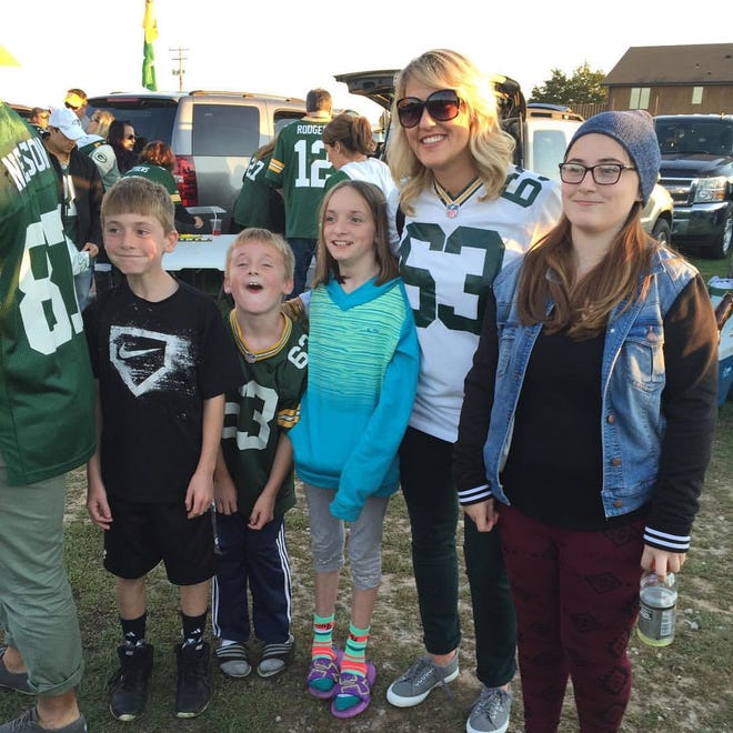Anna Linsley, wife of Packers center Corey Linsley, tailgates by Lambeau Field with Travis, from left, Nate, Sydney and Jenna Kohlbeck during her husband's rookie season with Green Bay Packers in 2014.