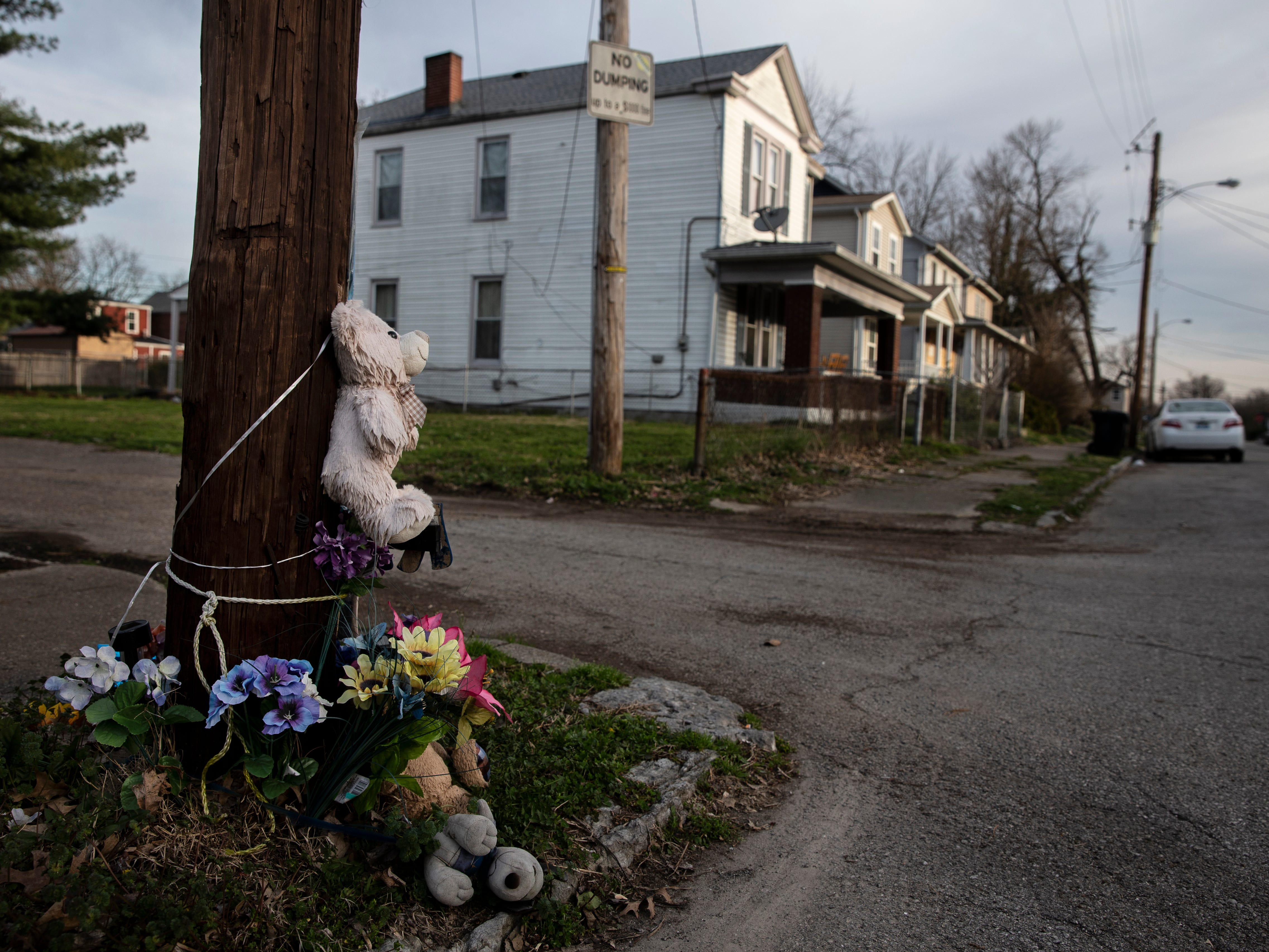 A makeshift memorial for Kontar Dwayne Roberson, 37, who was shot and killed on South 23rd Street near Garland in 2017. April 3, 2019