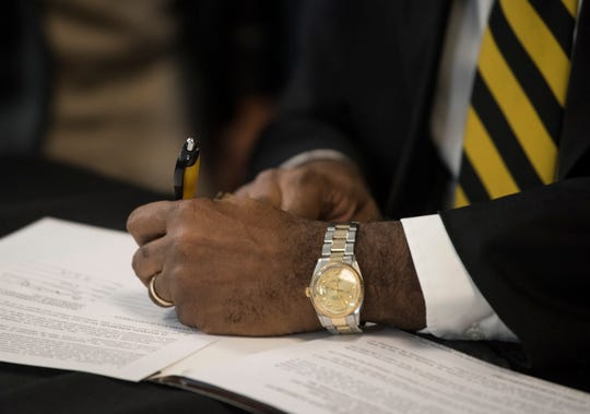 Alabama State University has signed a memorandum of understanding with Wallace State Community College in Selma to ease the transfer process for students of the two-year school.