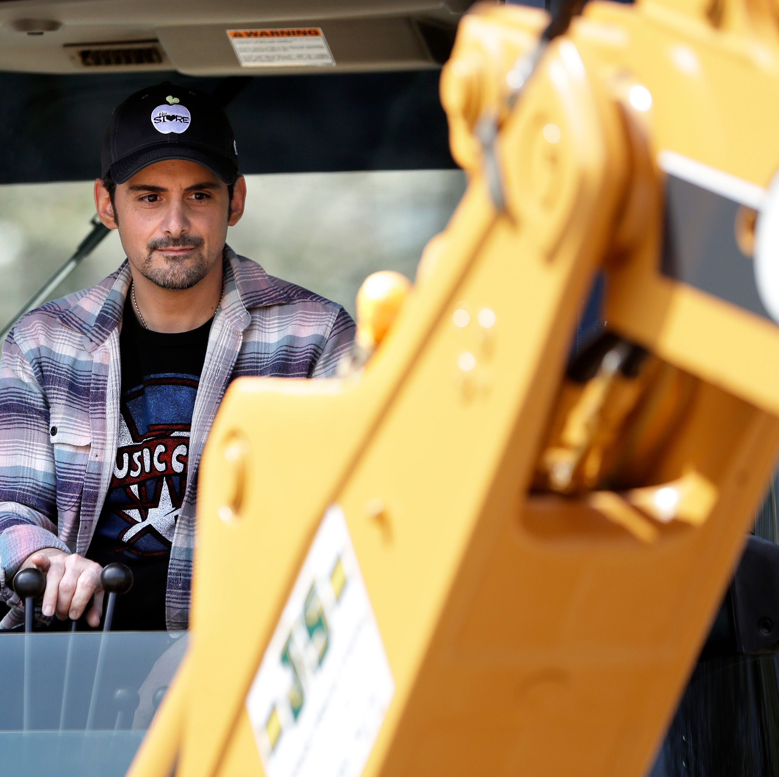 Brad Paisley breaks ground on free grocery store on Belmont campus