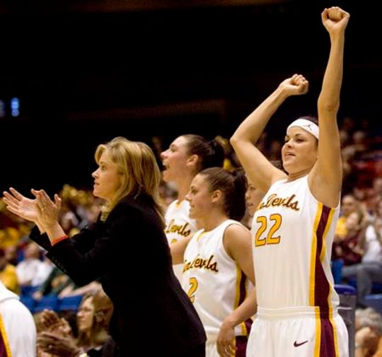 Jill Noe (22) and ASU women's basketball coach Charli Turner Thorne during a 2006 NCAA Tournament game.