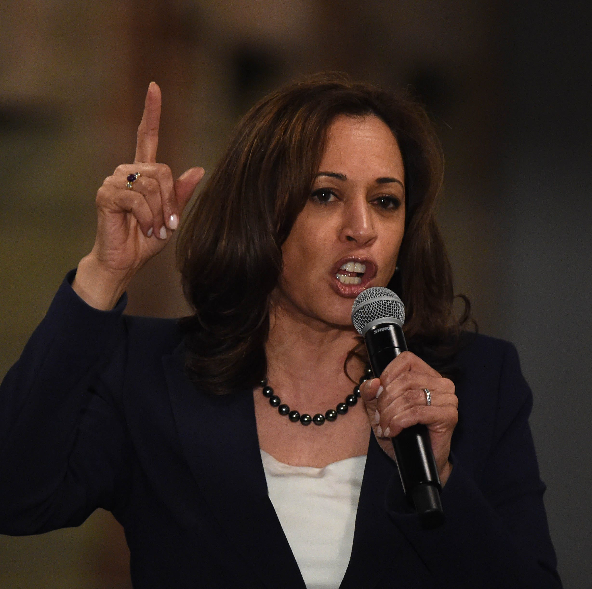 Kamala Harris in Nevada says she wants to give every teacher a raise in America