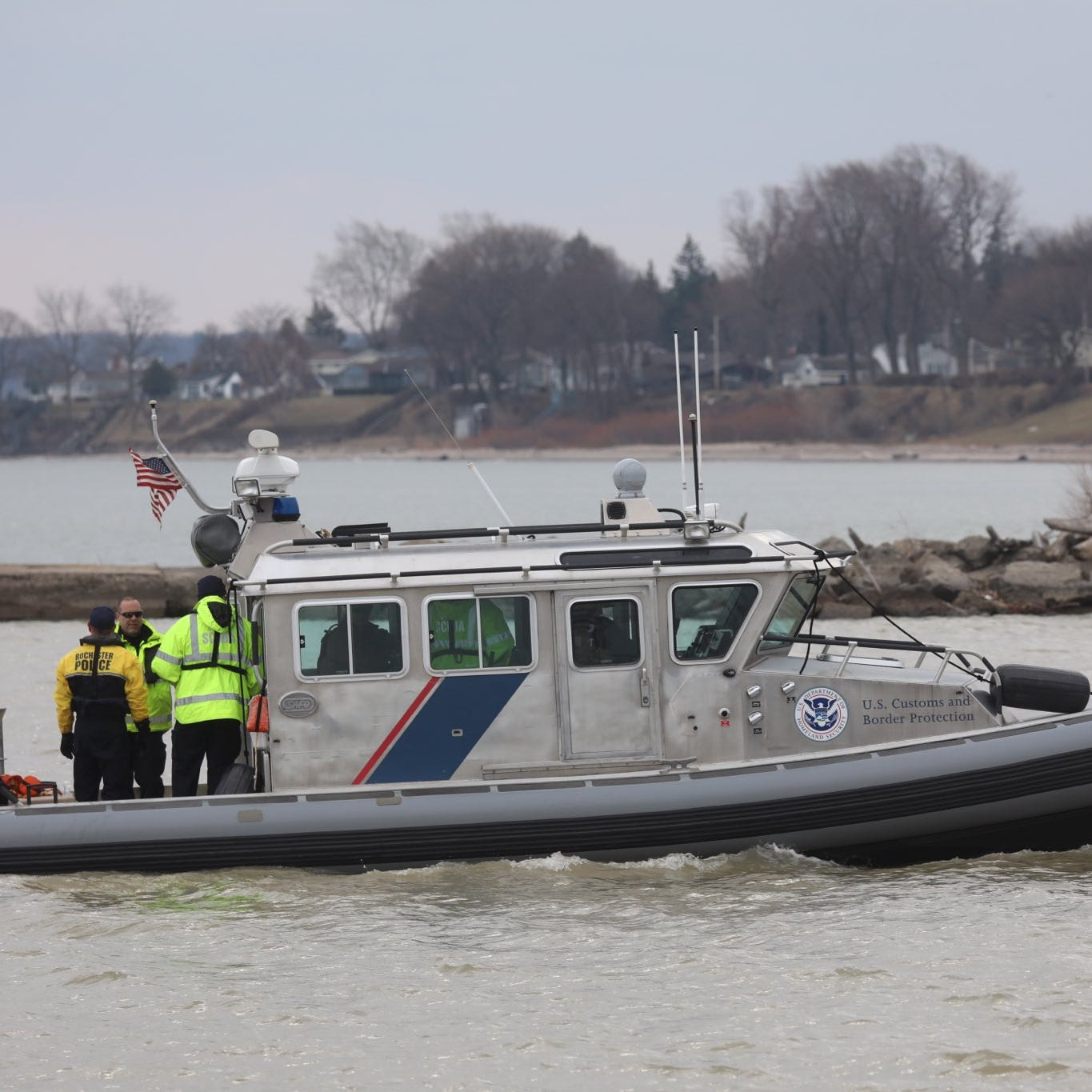 Body recovered from Lake Ontario in Charlotte; investigation underway