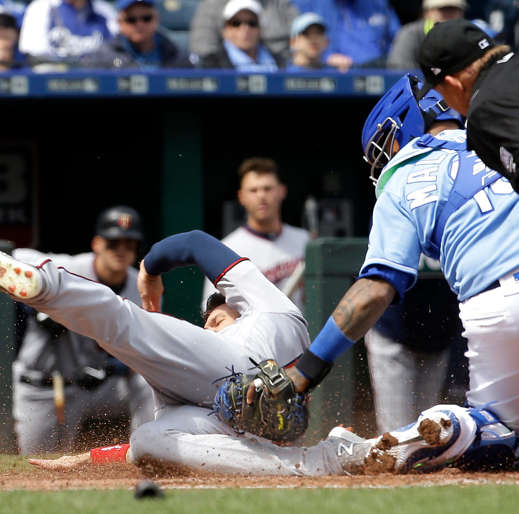 Twins rally past Royals for 2nd day in row, win 7-6