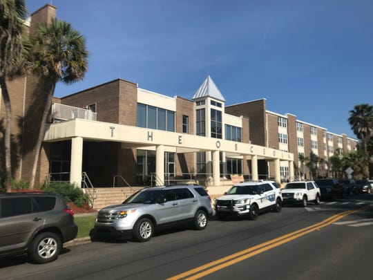 Tallahassee police were called to The Osceola apartment complex Wednesday morning for a weapons call in which a suspect was barricaded in a 4th floor unit.
