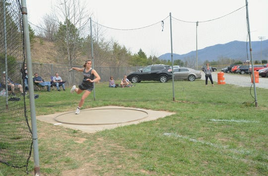 Chesney Gardner winds up as she prepares to hurl a disc at Owen on April 4.