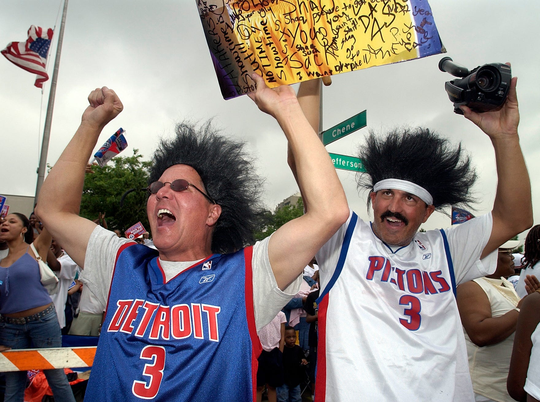 Fans cheer the Pistons during the parade.