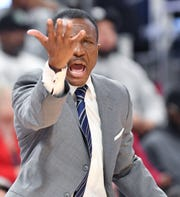 Pistons head coach Dwane Casey screams at the referee in the second quarter.