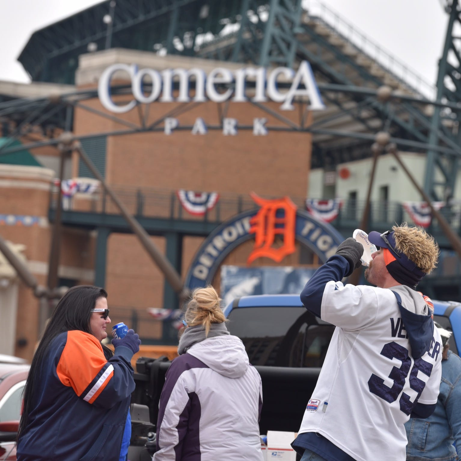Live updates: Tigers vs. Royals under way on Opening Day