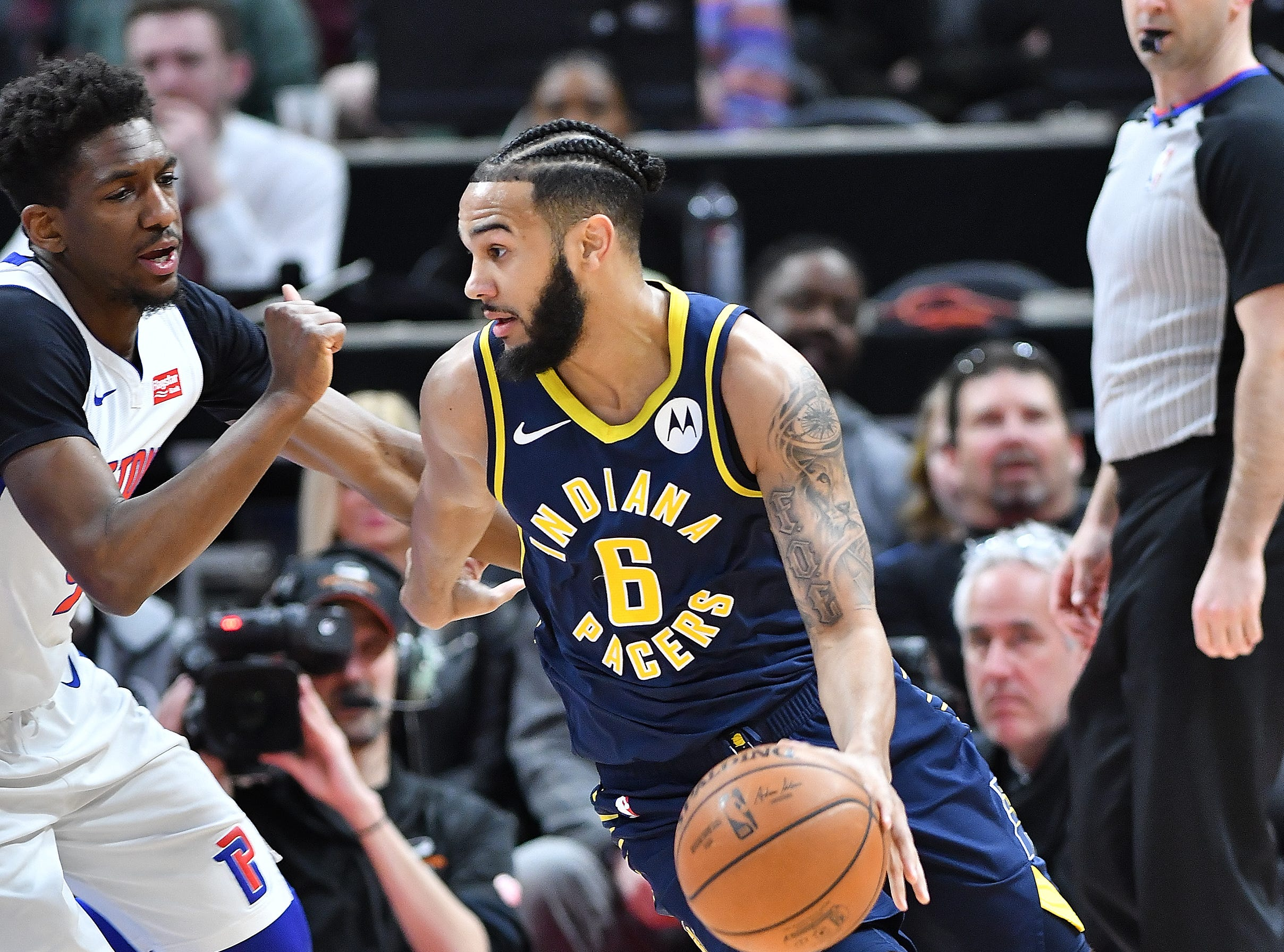 Pacers' Cory Joseph drives around Pistons' Langston Galloway in the first quarter.