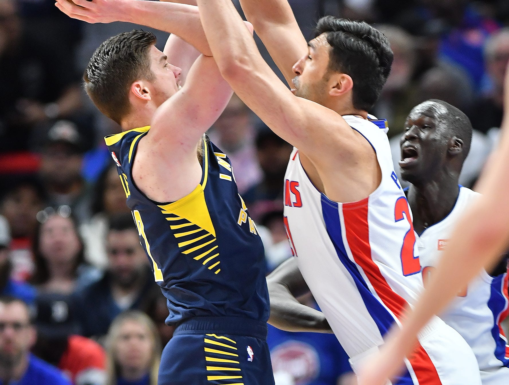 Pistons' ZaZa Pachulia defends th Pacers' TJ Leaf in the second quarter.