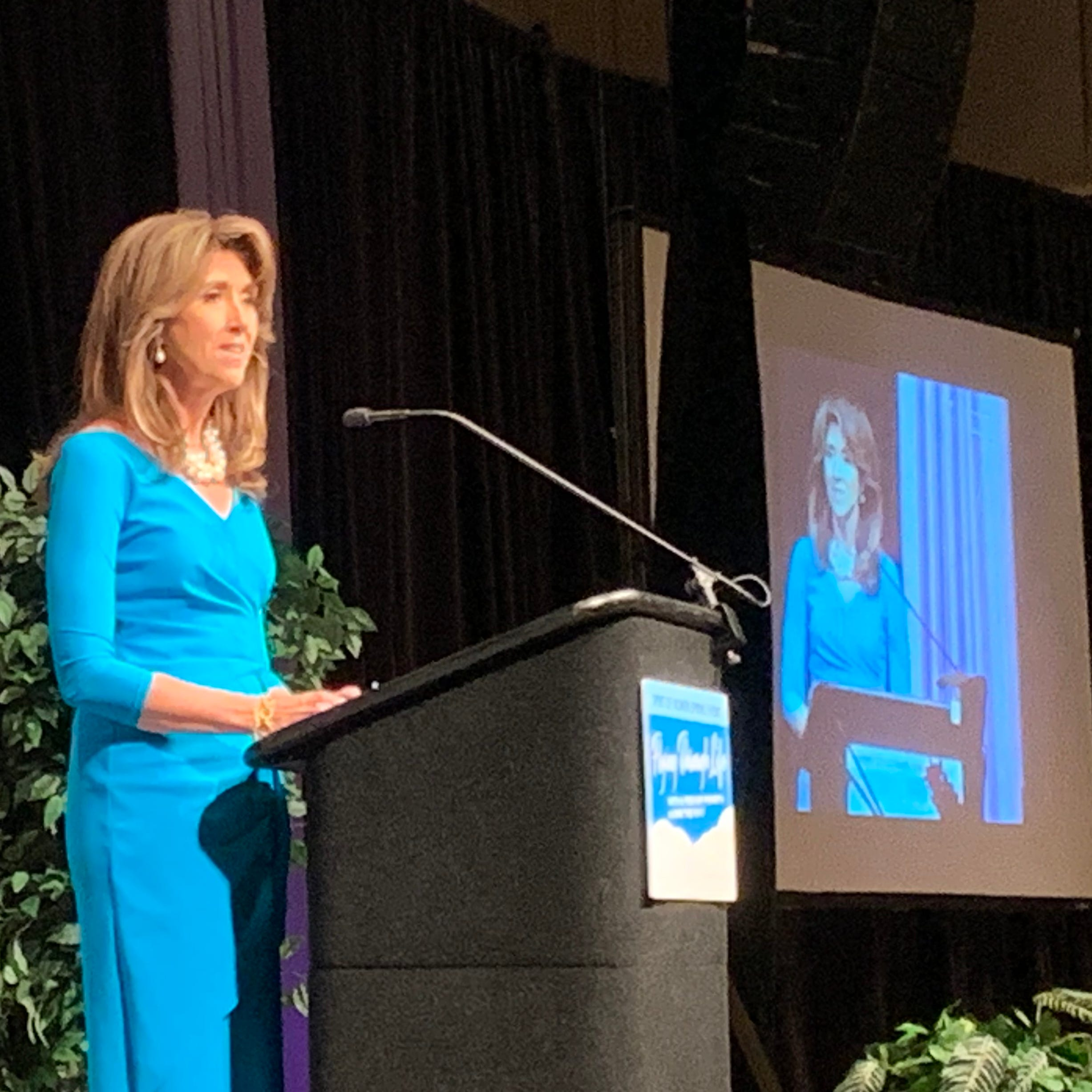 Tammie Jo Shults recalls emergency landing: 'We're not going down. We're going to Philly.'