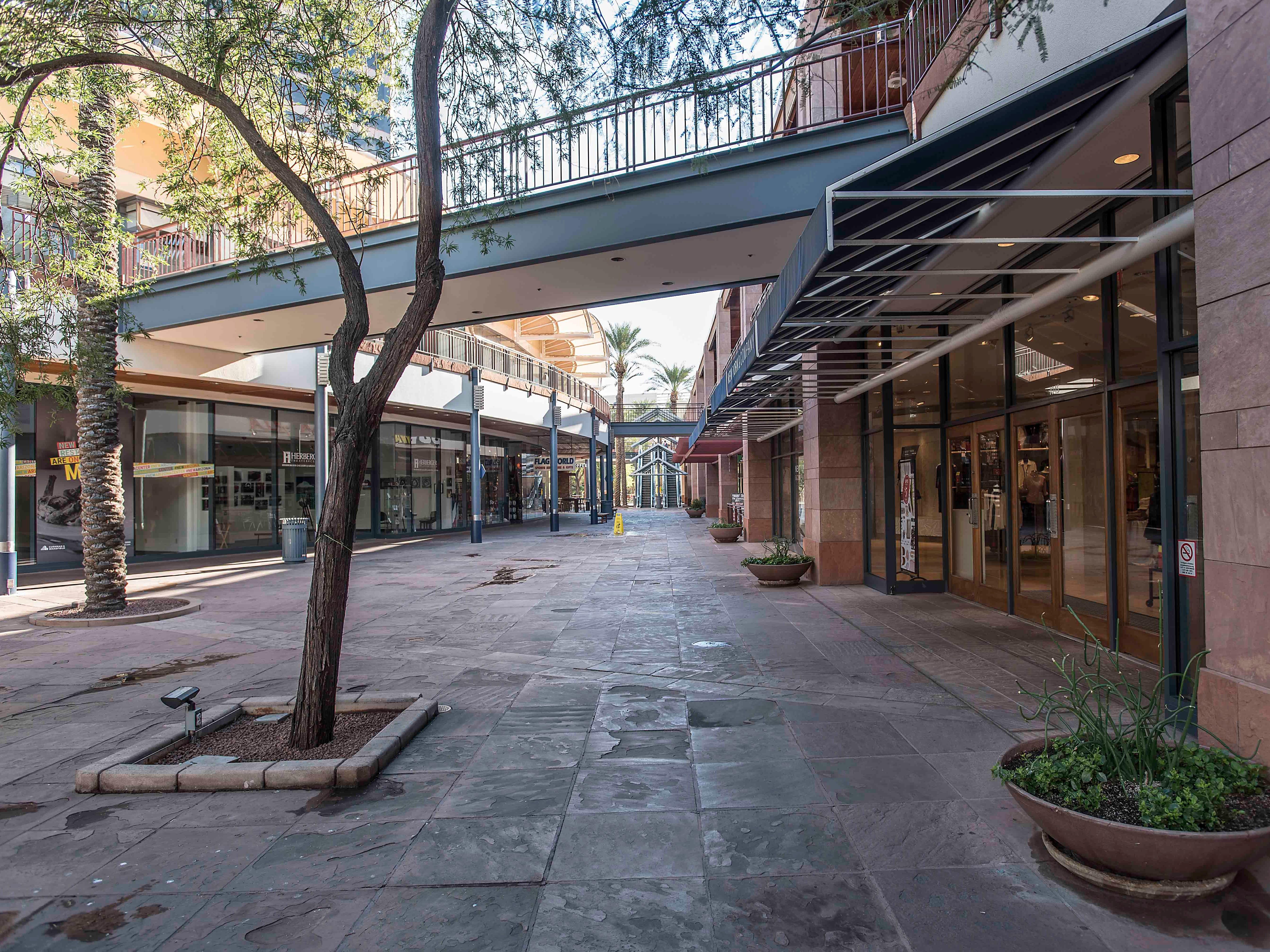 The Arizona Center's second-floor walkways prior to the renovation.