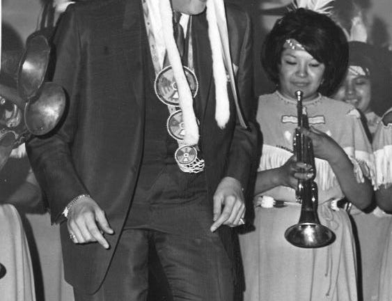 In 1967, Wayne Newton paid a visit to St. John's Indian School in Arizona.