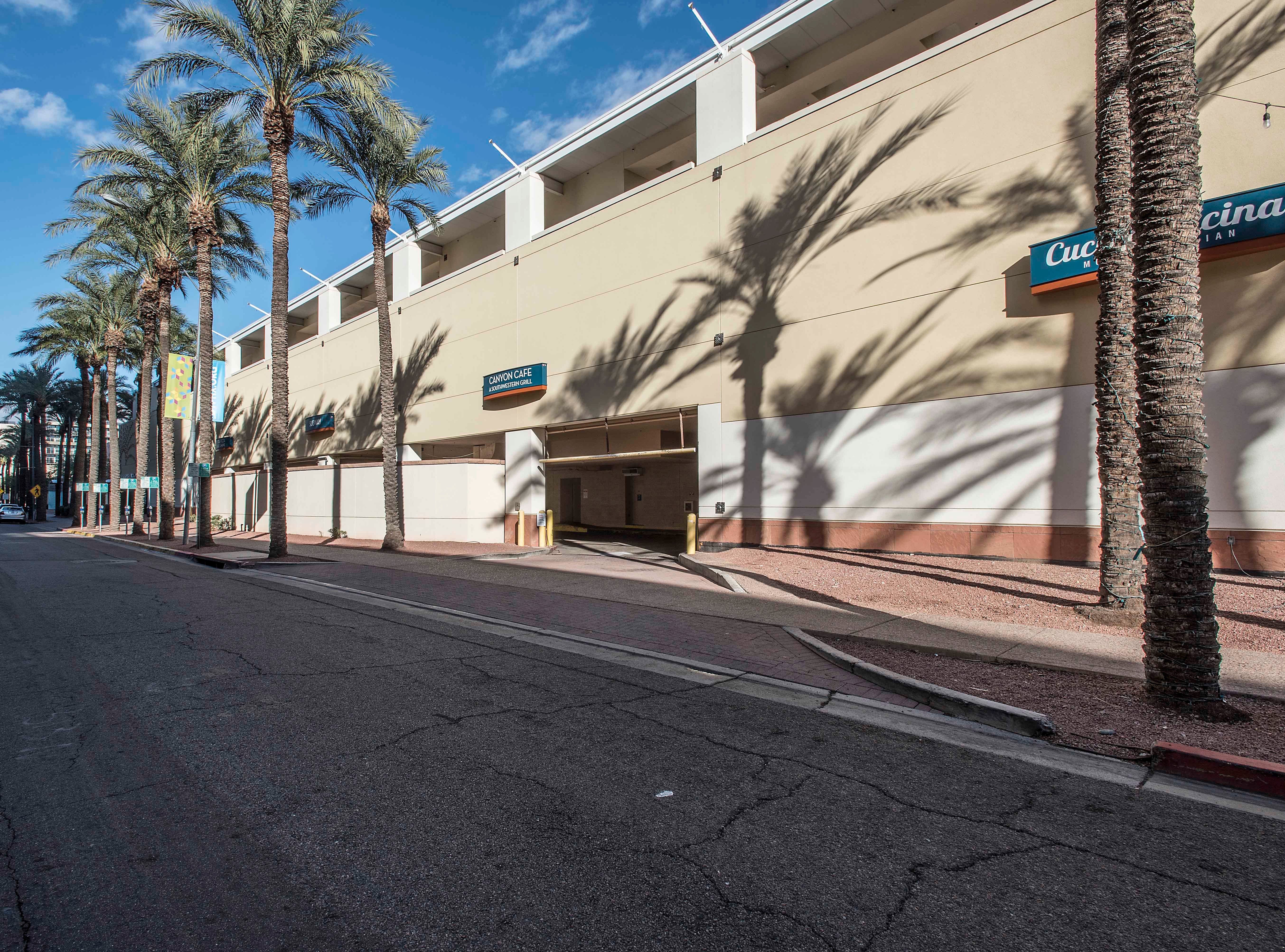 Before renovating, the Arizona Center did not have a valet entrance.