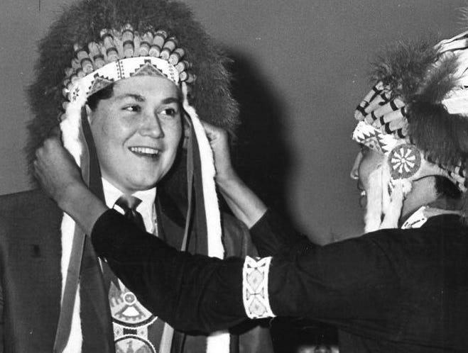 In 1967, Wayne Newton visited the St. John's Indian School in Arizona.