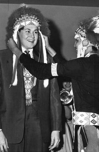In 1967, Wayne Newton visited the St. John's Indian School in Arizona.