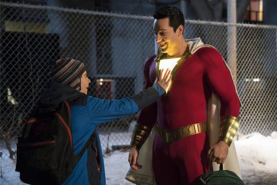 """Fotografía cedida por Warner Bros. donde aparece Jack Dylan Grazer (i) como Freddy Freeman y Zachary Levi (d) como Shazam, durante una escena de la nueva película del universo cinematográfico de DC Comics, """"Shazam!""""."""
