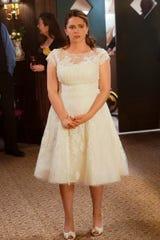 Rebecca (Rachel Bloom) gets married ... in her dream.