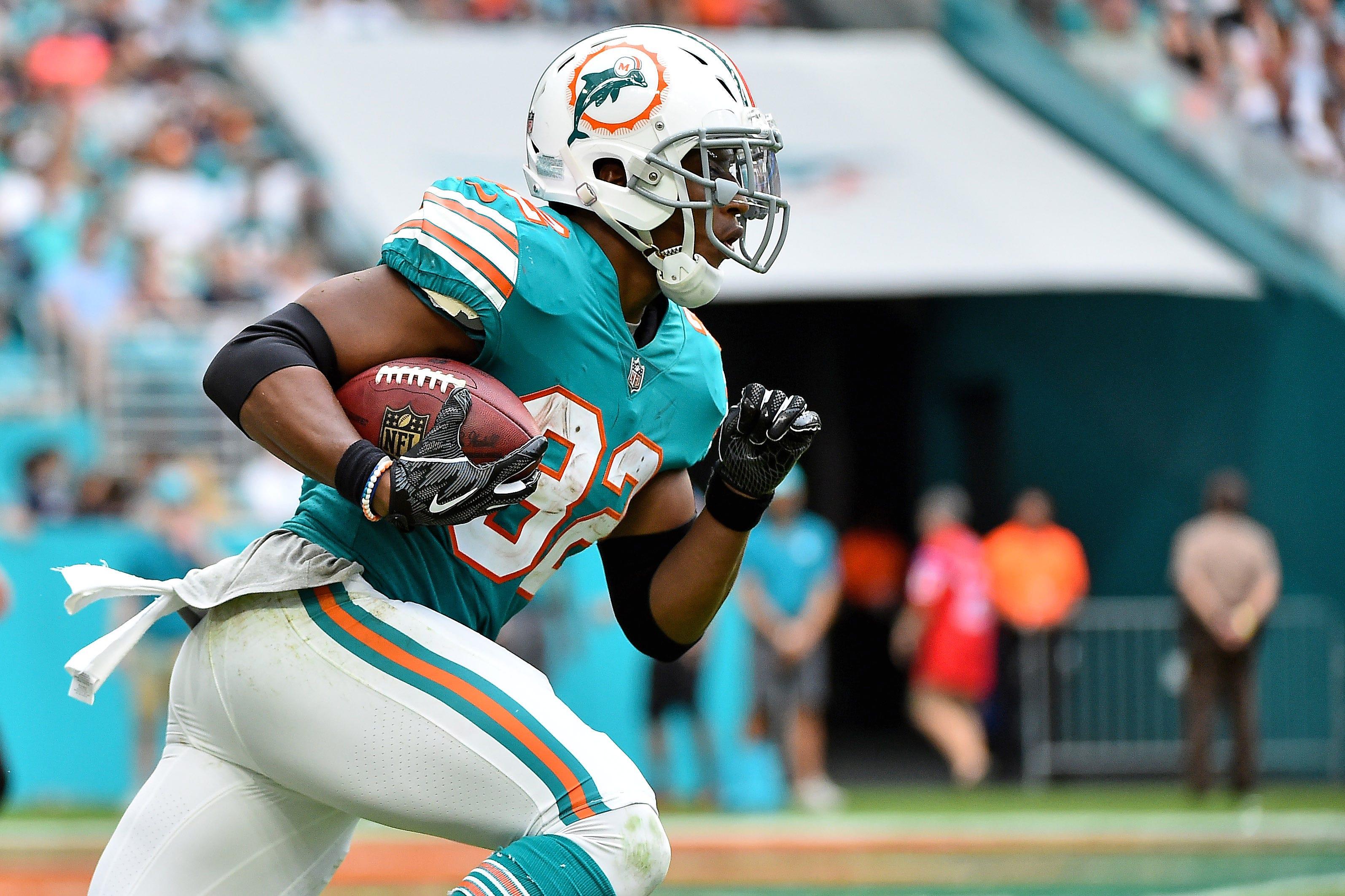 Kenyan Drake sports the Dolphins' throwback during the 2018 season.