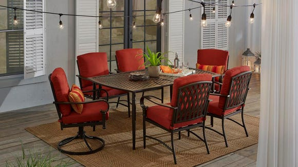 Spring barbecues were meant to be enjoyed on this dining set.