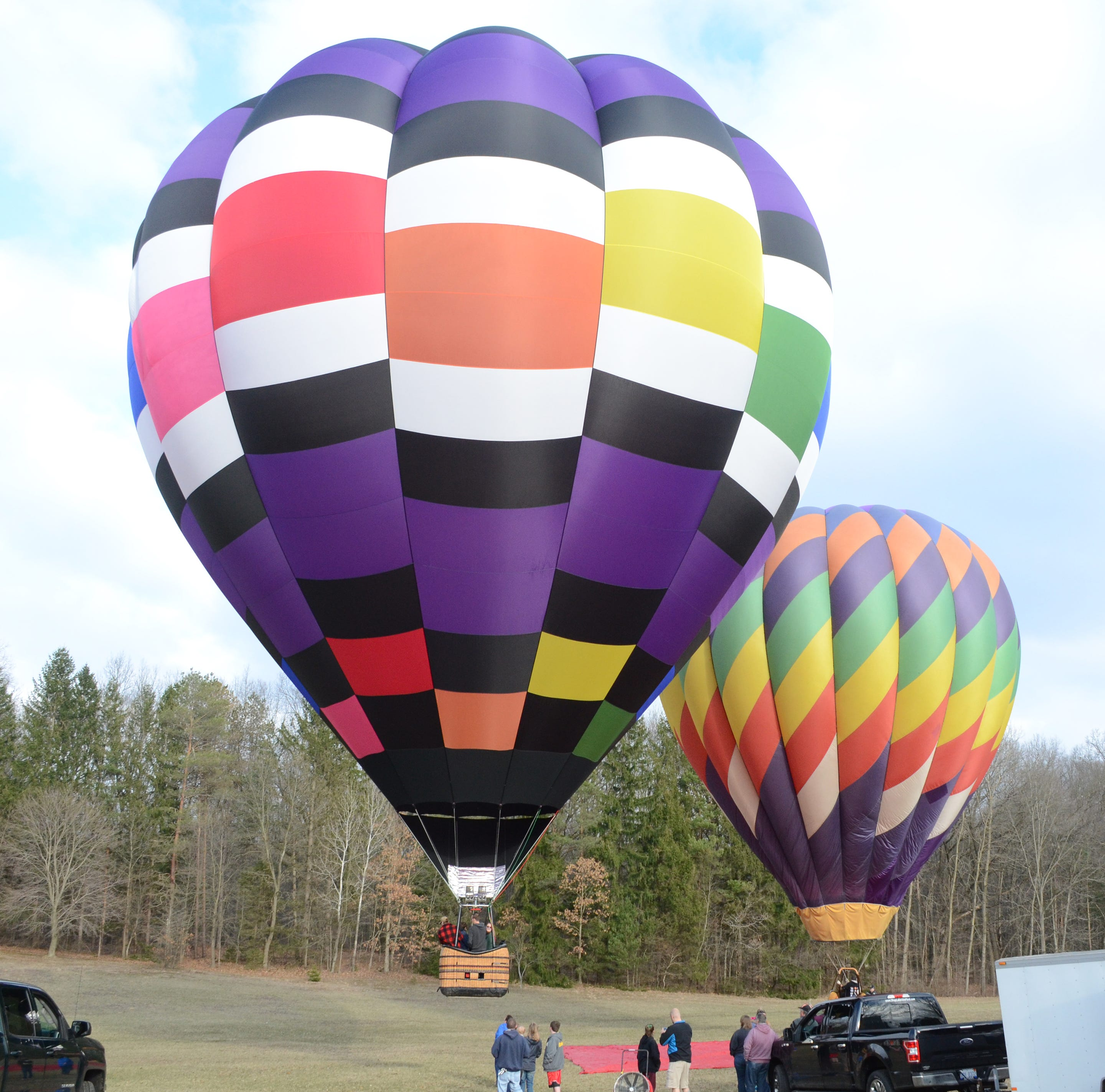 Smell of propane, balloons mean spring is here in Battle Creek