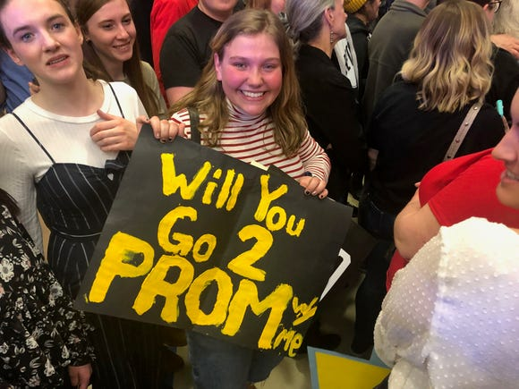 Claire Campbell, a 17-year-old Sioux Falls, South Dakota resident, asked Democratic presidential candidate Beto O'Rourke to prom at an Iowa rally Thursday.