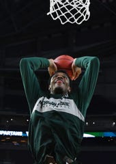 Xavier Tillman dunks during MSU's open practice.
