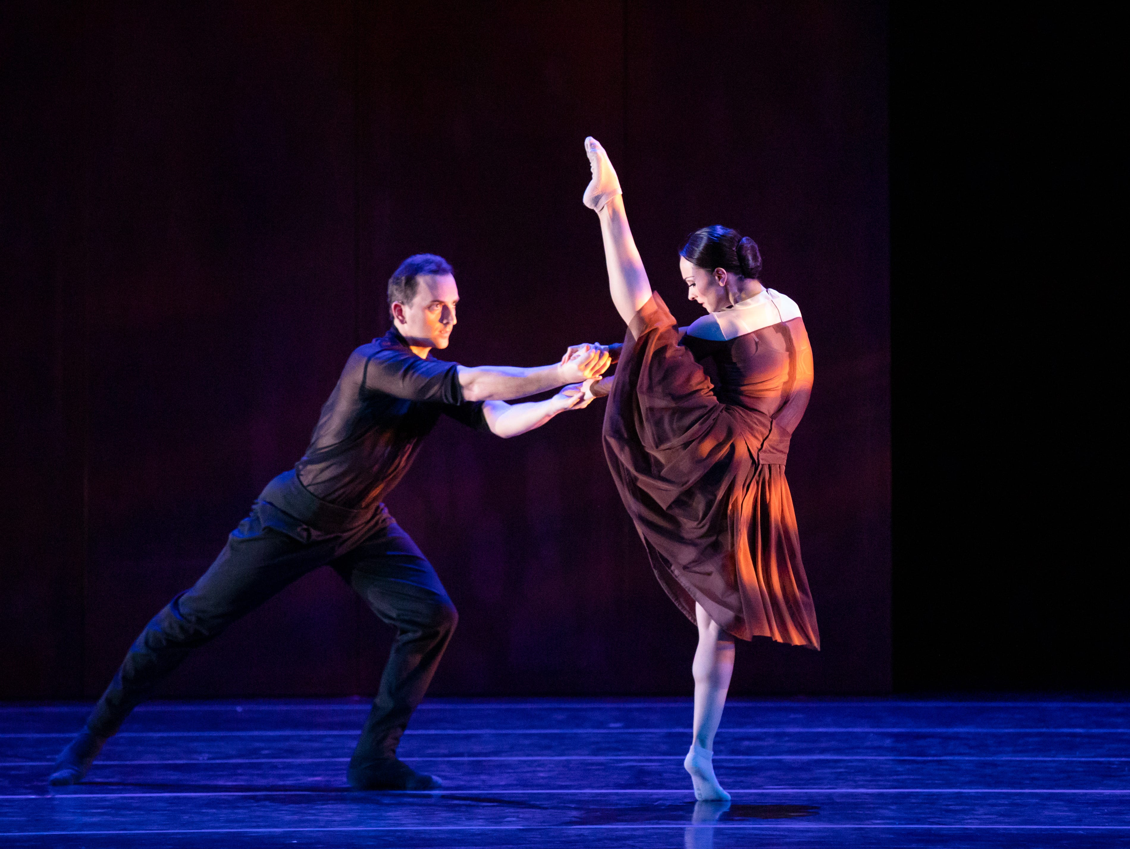 """Patrick Howell and Nicole Teague-Howell dance in Milwaukee Ballet's production of Enrico Morelli's """"Compieta."""""""