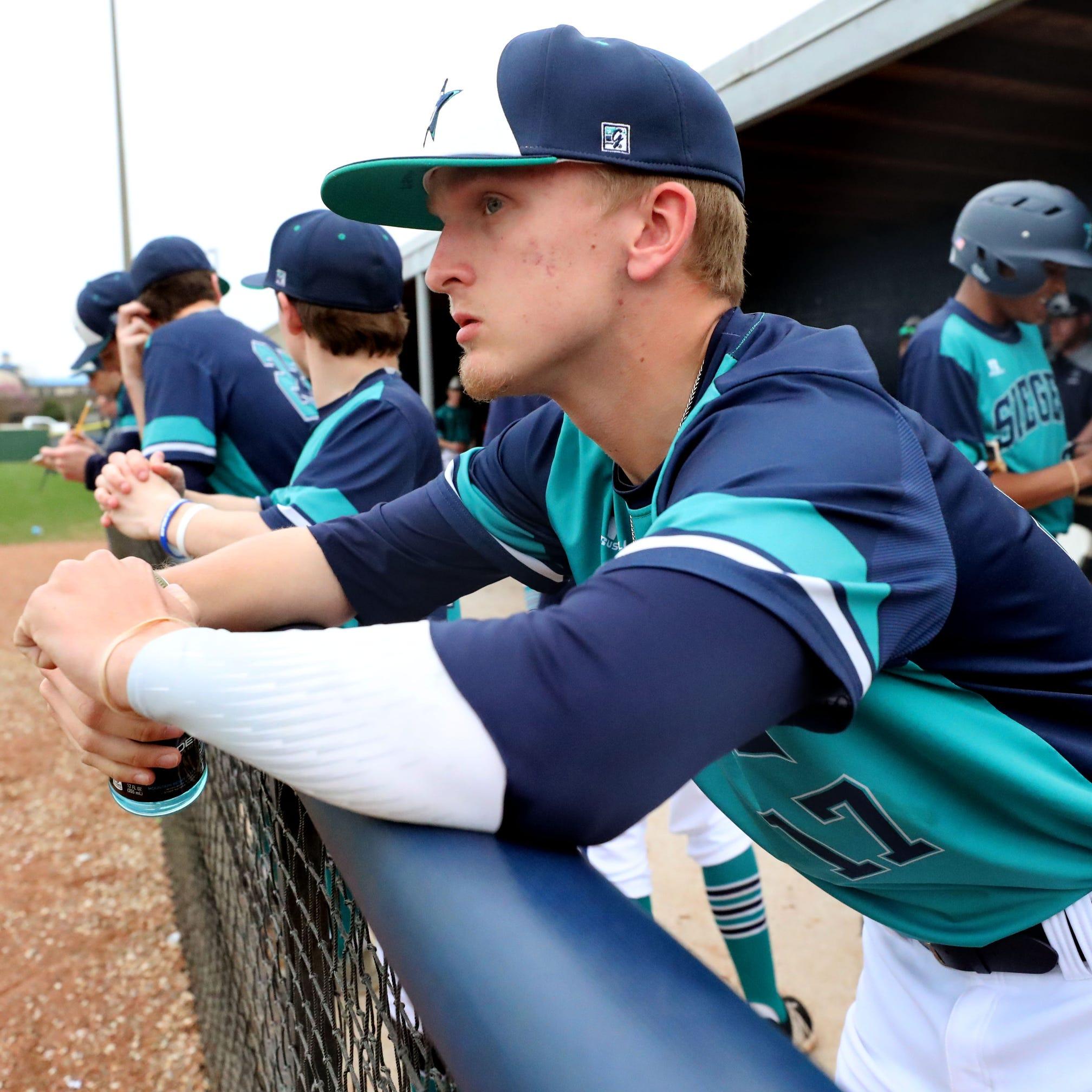 Siegel's Jaden Lasley keeps former teammate 'always on my back'