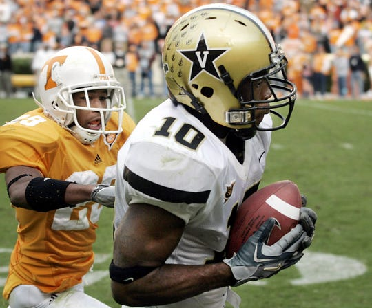Vanderbilt's Earl Bennett (10) pulls in a pass over Tennessee's Inky Johnson (29), setting up Vanderbilt's winning touchdown at Neyland Stadium on Nov. 19, 2005.