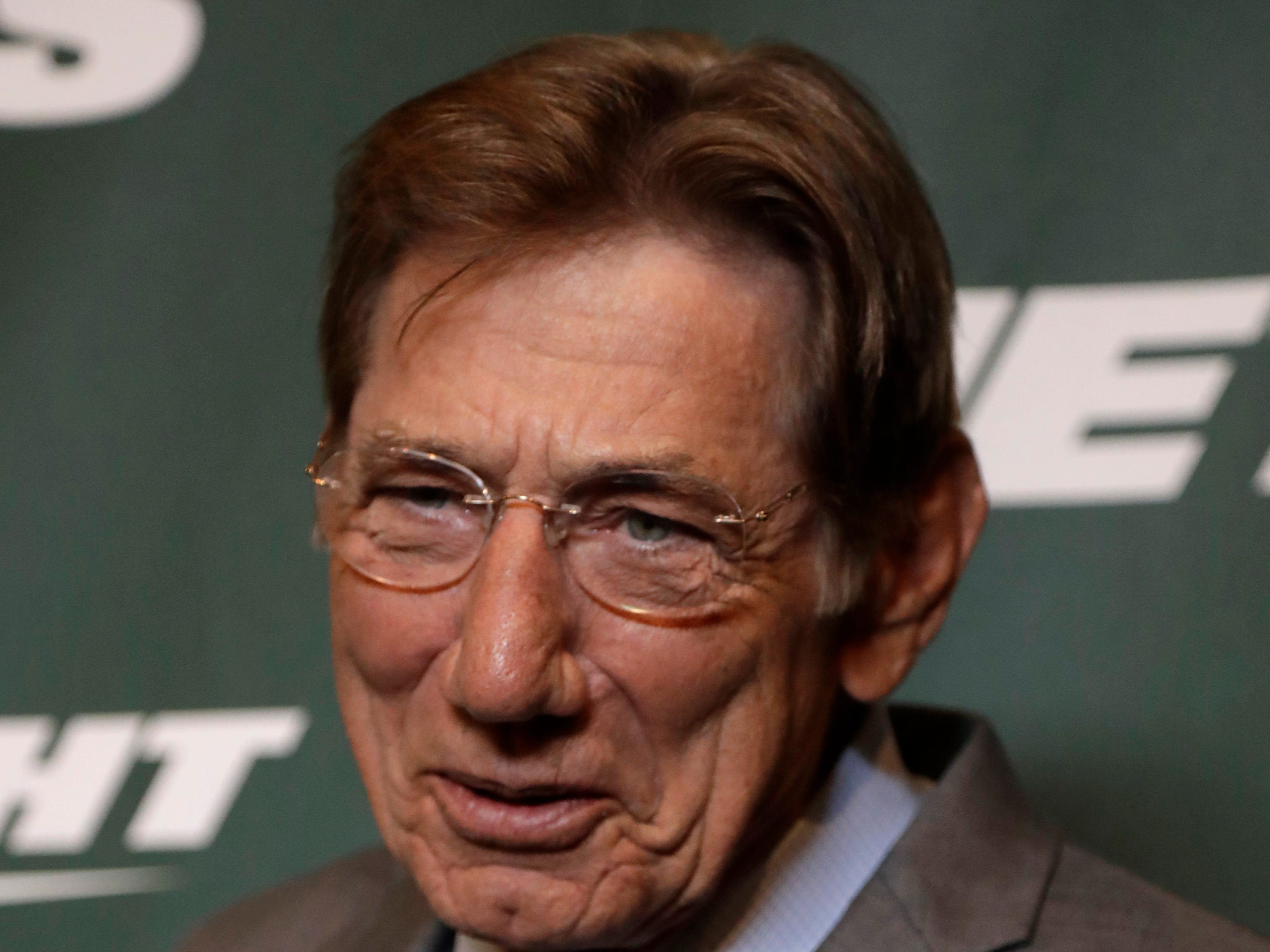 Former New York Jets quarterback Joe Namath poses for photographers on the green carpet ahead of an event unveiling the NFL football team's new uniforms Thursday, April 4, 2019, in New York. (AP Photo/Julio Cortez)