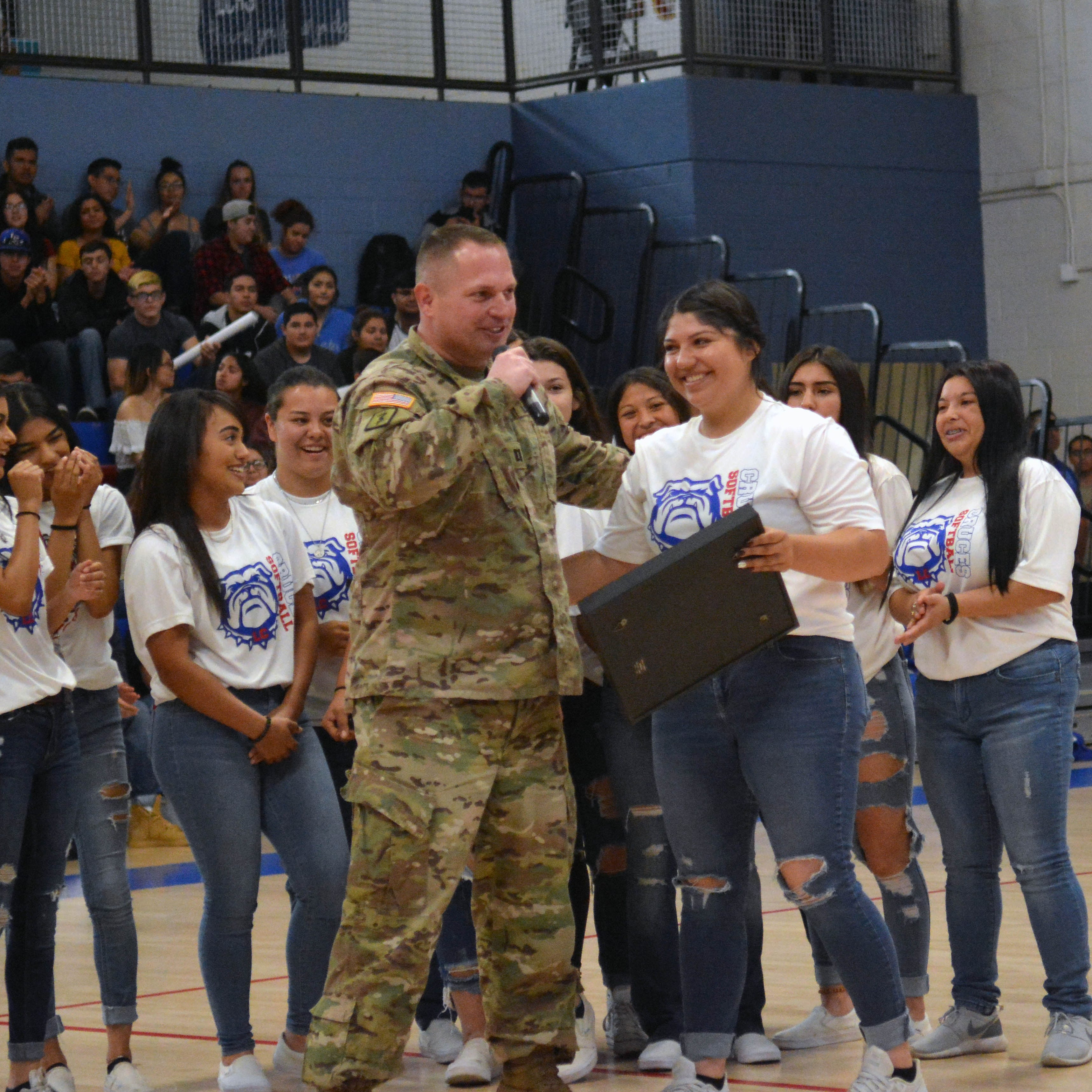 Army soldier inspired by Bulldawgs' state title run surprises team at assembly