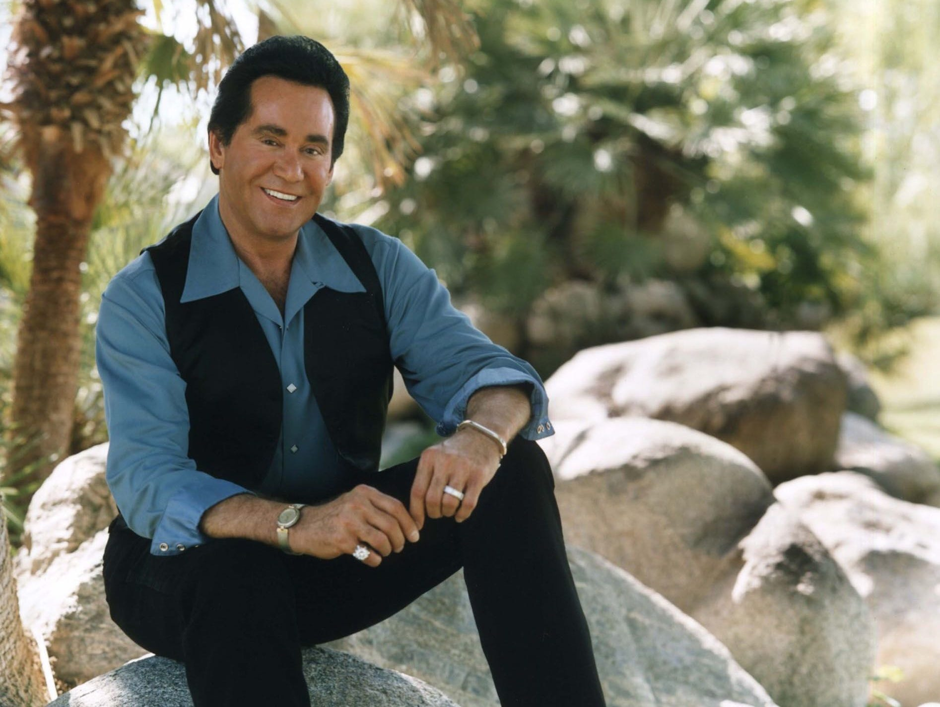 A promotional image of Wayne Newton.