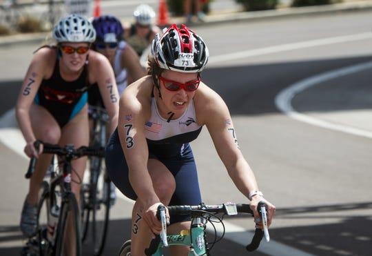 Contenders in the USA Triathlon.