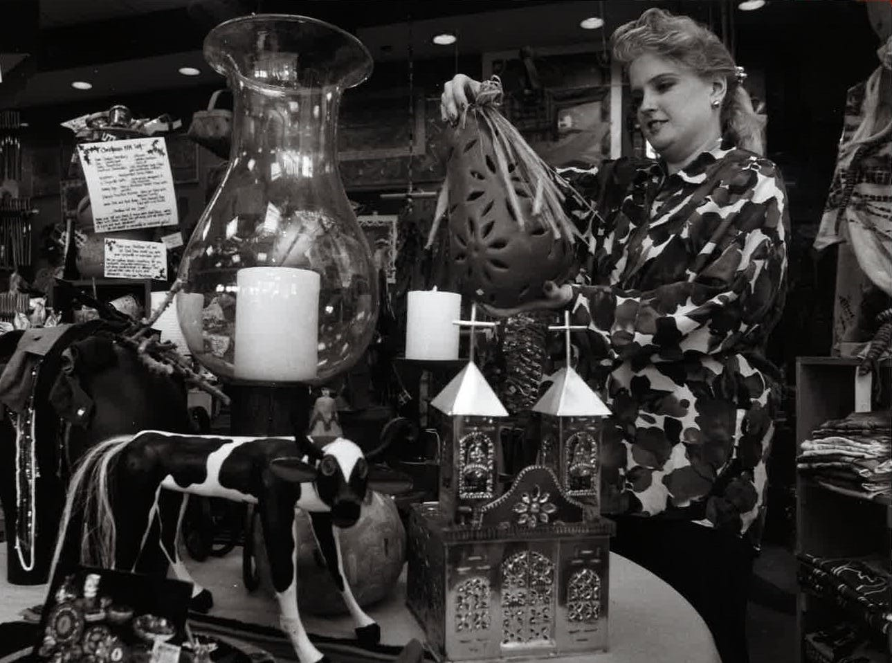 Meg Stengele, Manager of Que Pasa at the Arizona Center in November 1991.