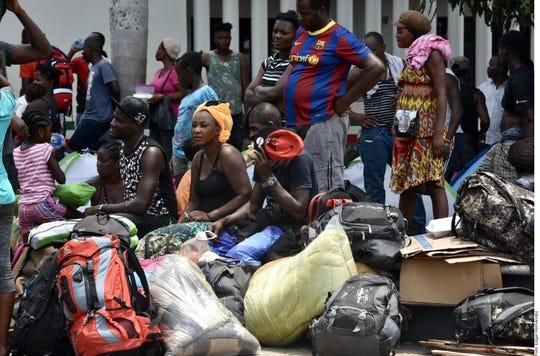 El grupo de indocumentados partió en un avión de la Policía Federal, desde el aeropuerto de Tapachula hacía Puerto Príncipe.