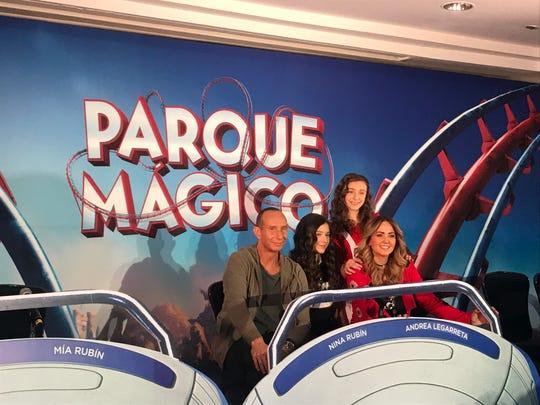 """La familia Rubín comparte por primera vez, créditos en la cinta """"Parque Mágico""""."""