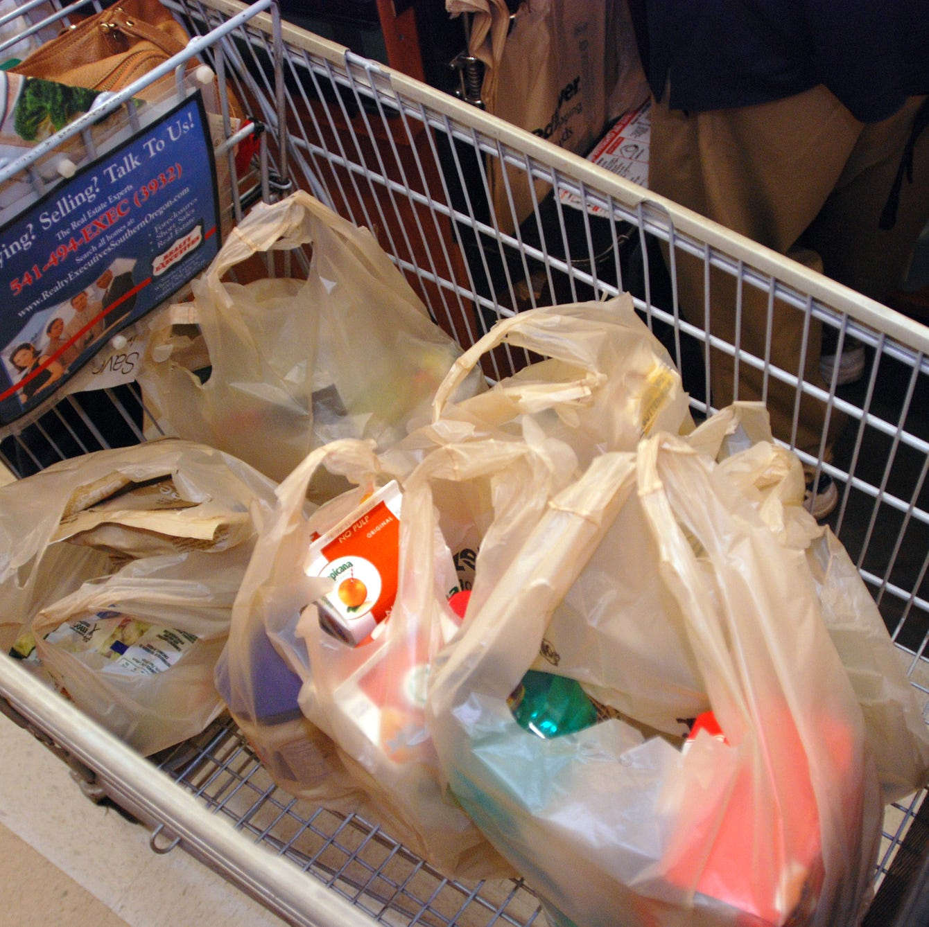 Oregon House approves ban on plastic bags at grocery stores, large retailers