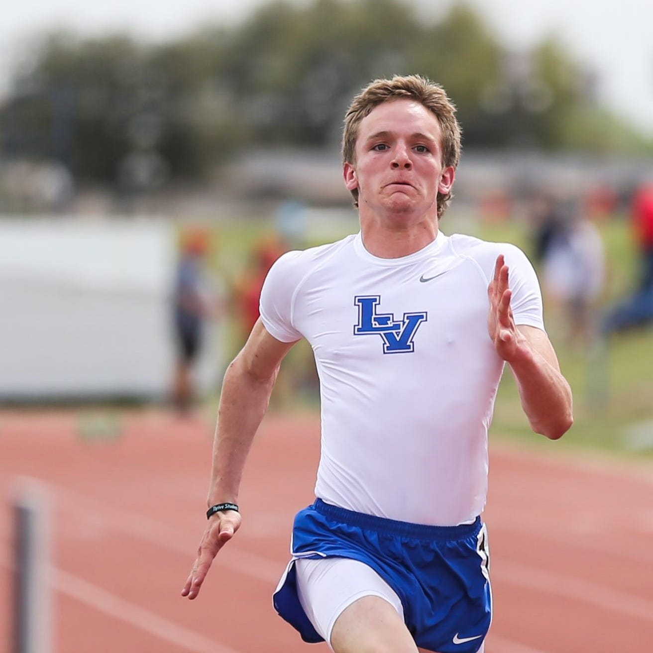 DISTRICT TRACK: Lake View's Peterson qualifies to area in five events