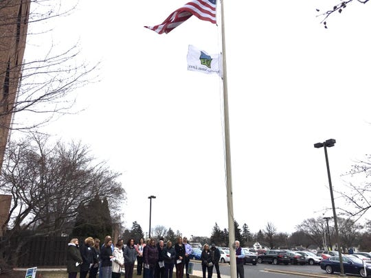 On April 1, 2019, HSHS St. Nicholas Hospital held a flag-raising ceremony to honor organ donors and their families.