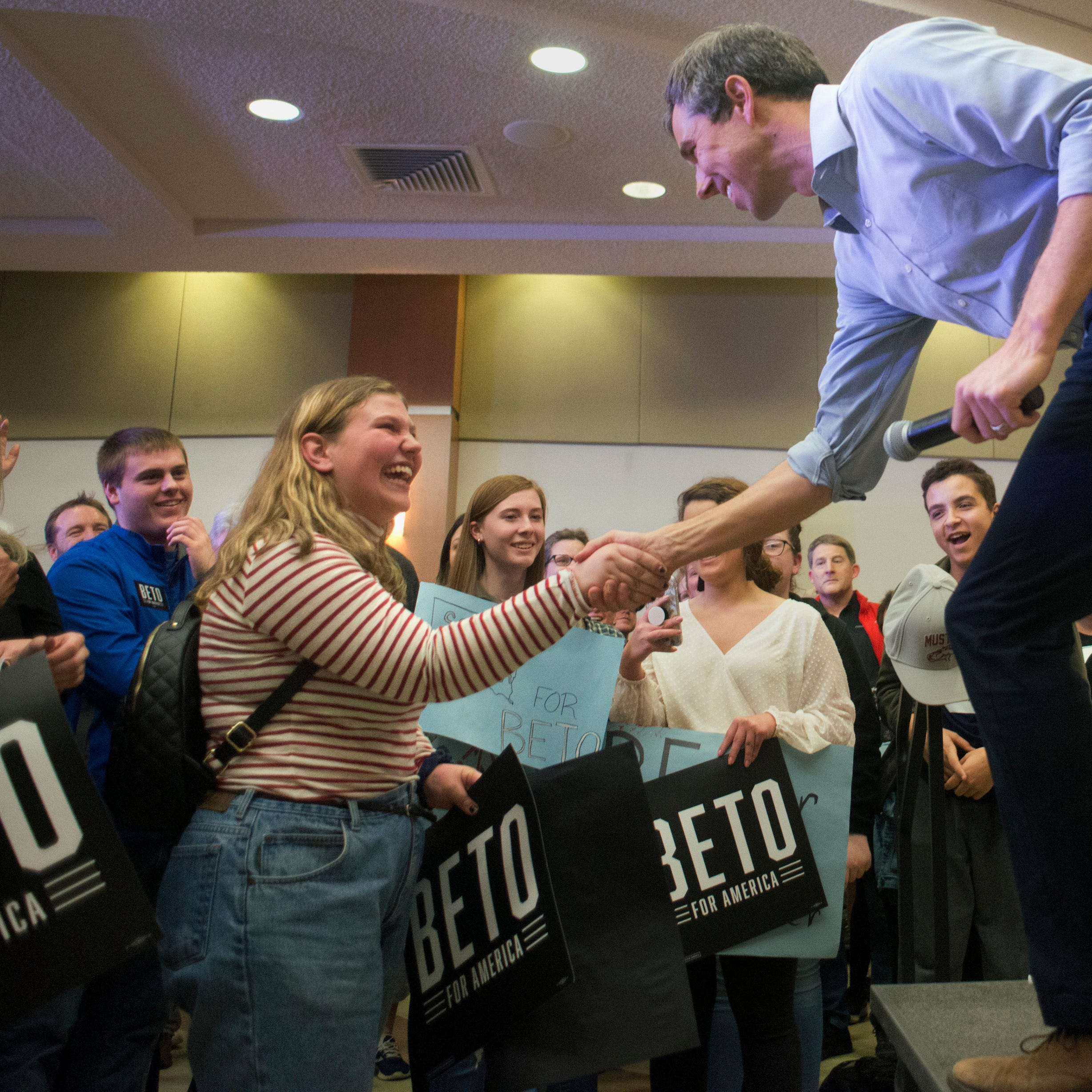 Beto O'Rourke responds to prom-posal from Roosevelt High School senior