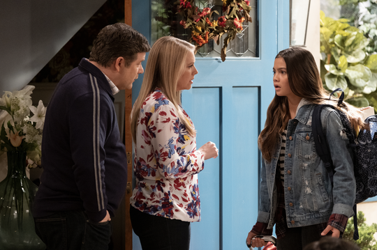 """Sean Astin and Melissa Joan Hart play husband and wife in """"No Good Nick."""""""
